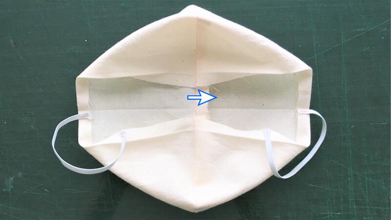 シンプルなカーブマスクの縫い代片倒しアイロン2