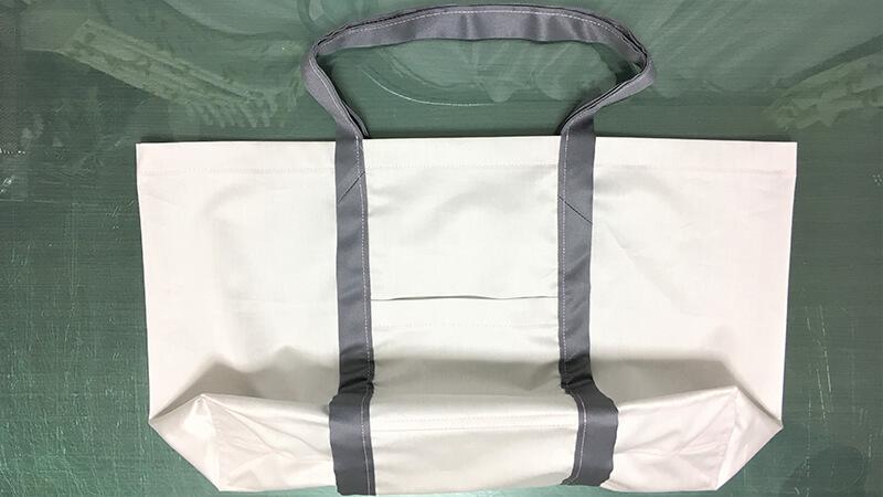 A3ショップバッグの持ち手縫い付けの写真4
