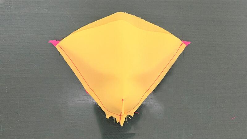 パロットマスクAのくちばしパーツの縫い合わせの写真5-2