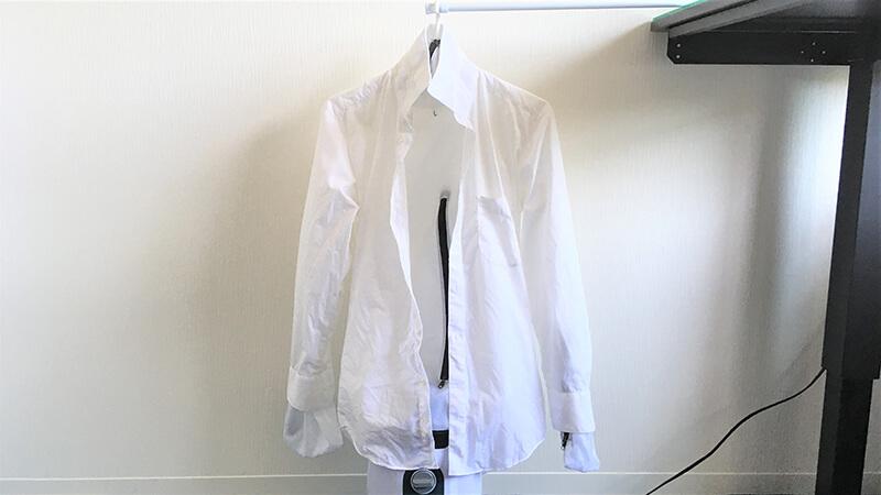 アイロンいら~ずにシャツをかけた写真